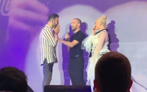 Un couple gay se dit « oui » au concert de Christina…