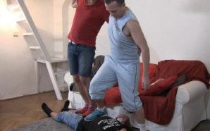 SEXO Le trampling : se faire marcher dessus pour prendre…